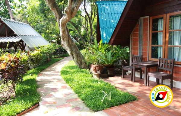 บ้านไม้หอมอัมพวา ที่พักริมน้ำ (4)