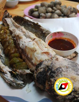 ร้านผ่องพรรณกุ้งเผา – ปลาเผา ตลาดกลางเพื่อเกษตรกร (8)