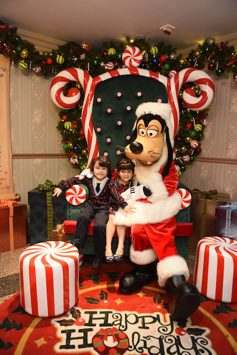 Make a Holiday Wish with Santa Goofy_with Models (1) เที่ยวฮ่องกง