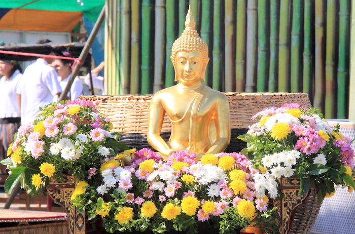 ประเพณีตักบาตรข้าวหลามจี่ เดือนยี่ ที่หนองโน สระบุรี 5